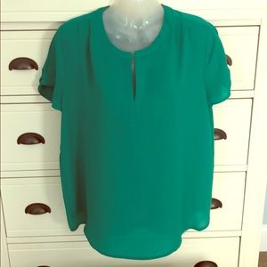 Tops - Size medium green lightweight flowy top